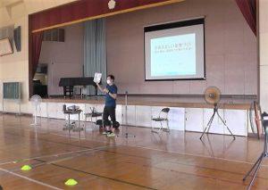 小学校で子供の姿勢の講演会